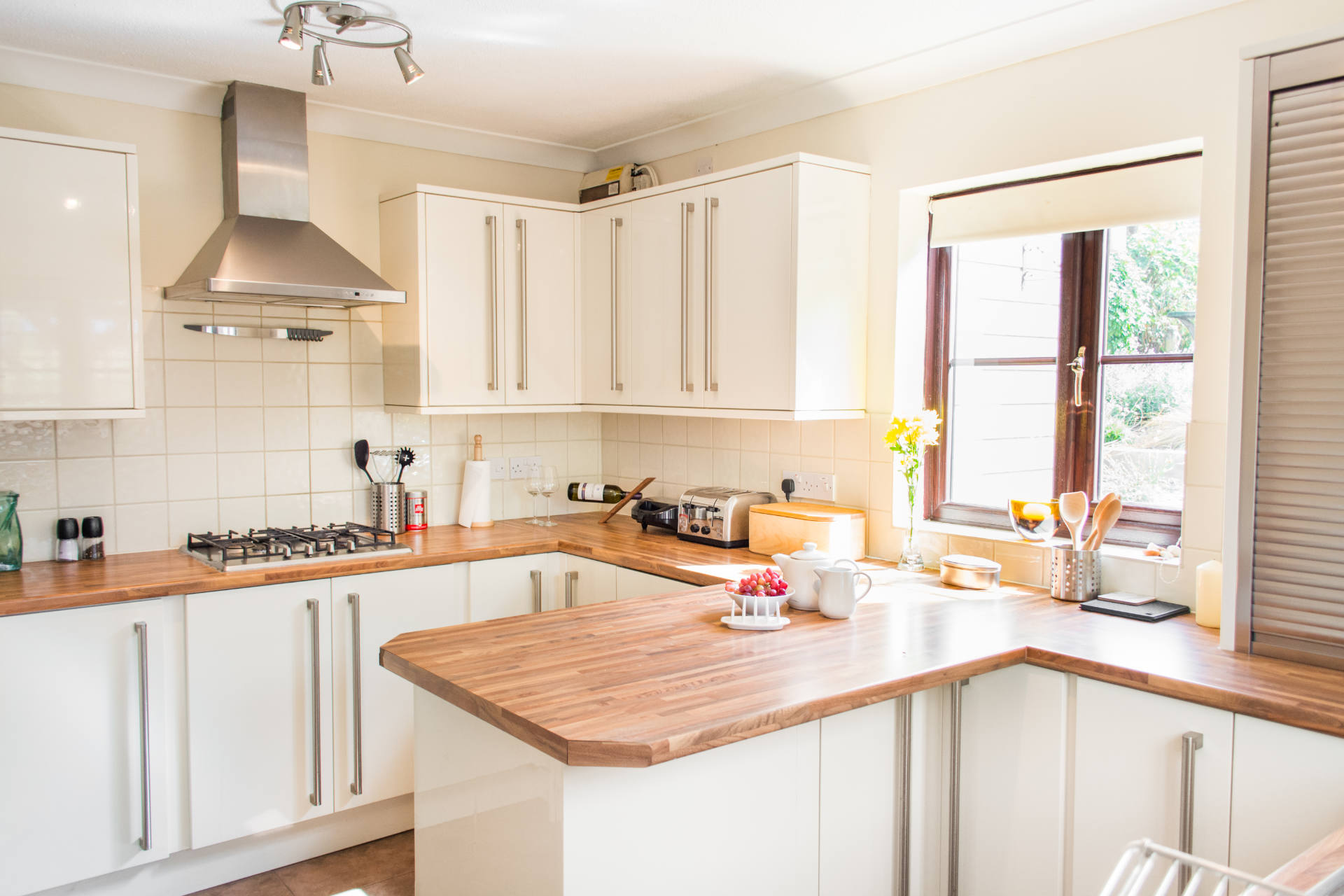 Holiday home kitchen with breakfast bar.