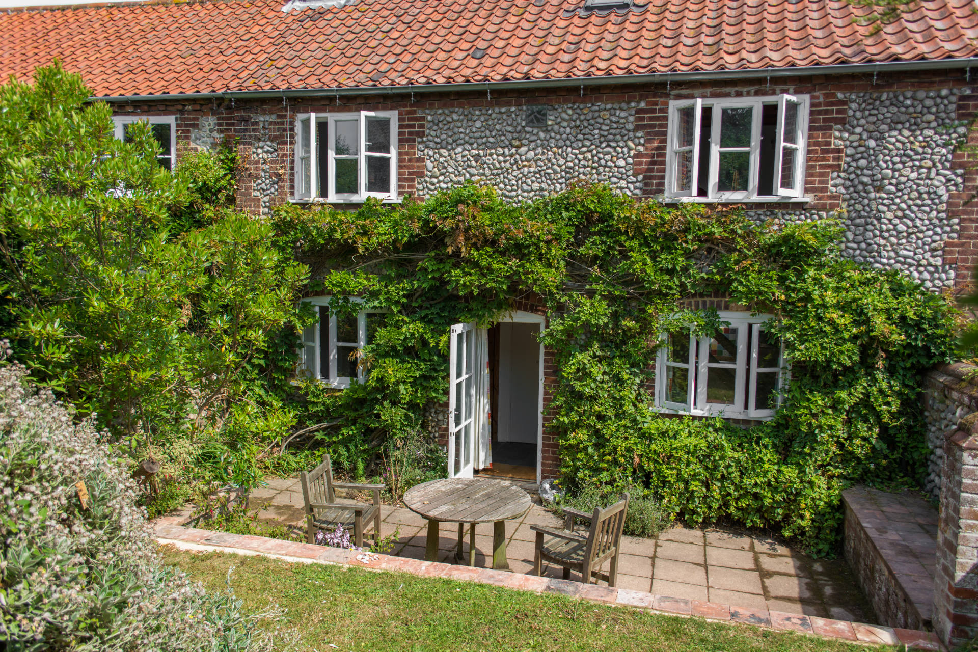 Marlpit Cottage holiday home in Salthouse.