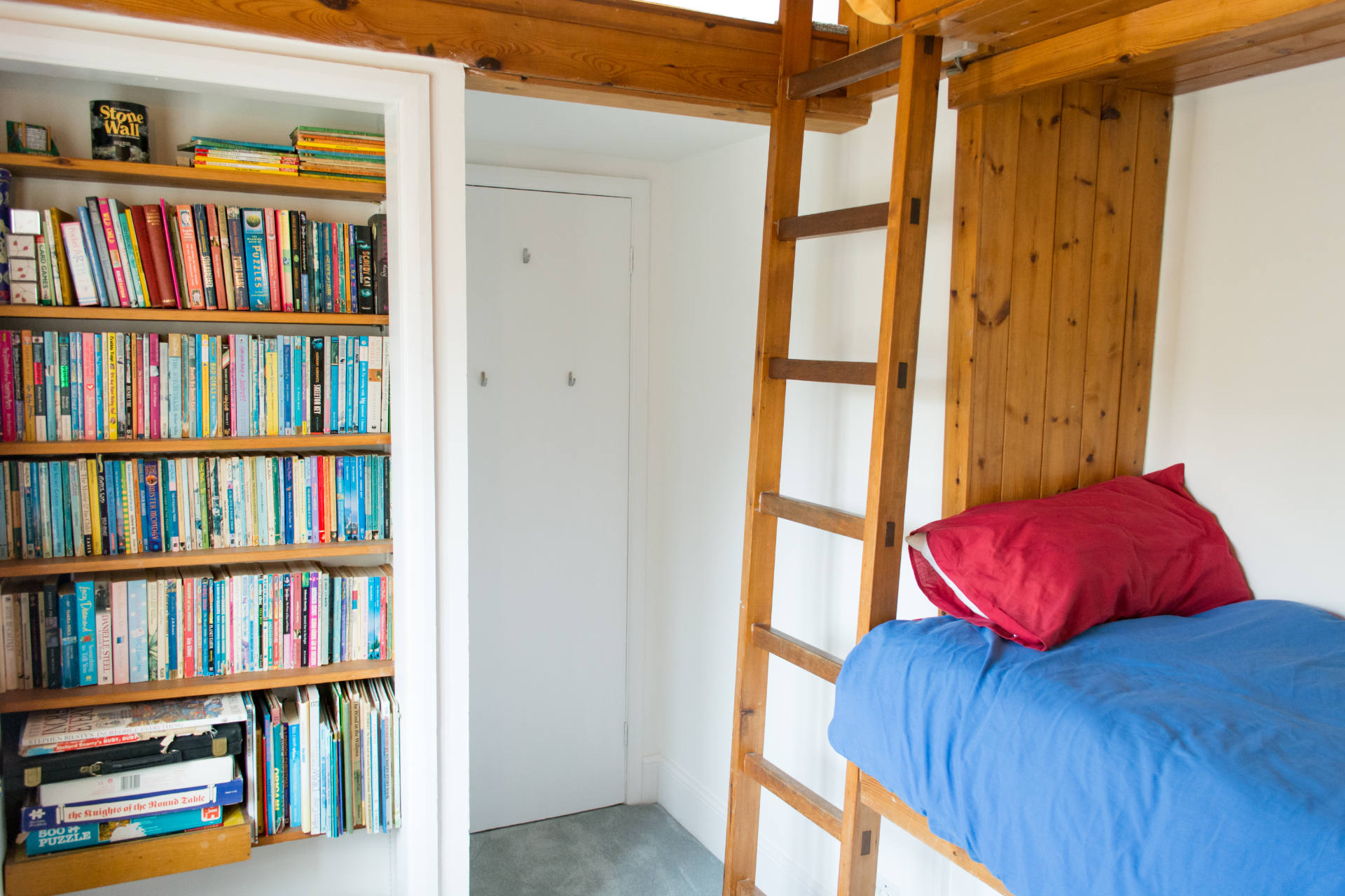 Family holiday cottage bedrooms with built in bunk bed rooms.