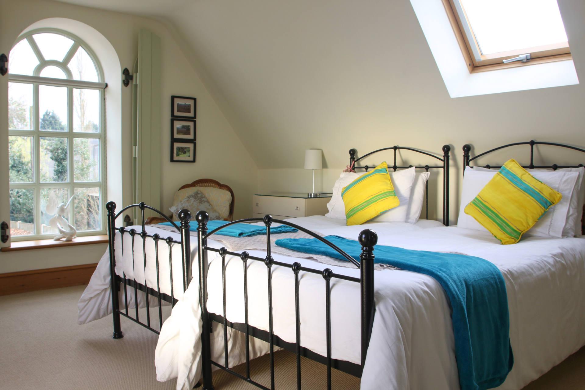Super-kind size bedroom