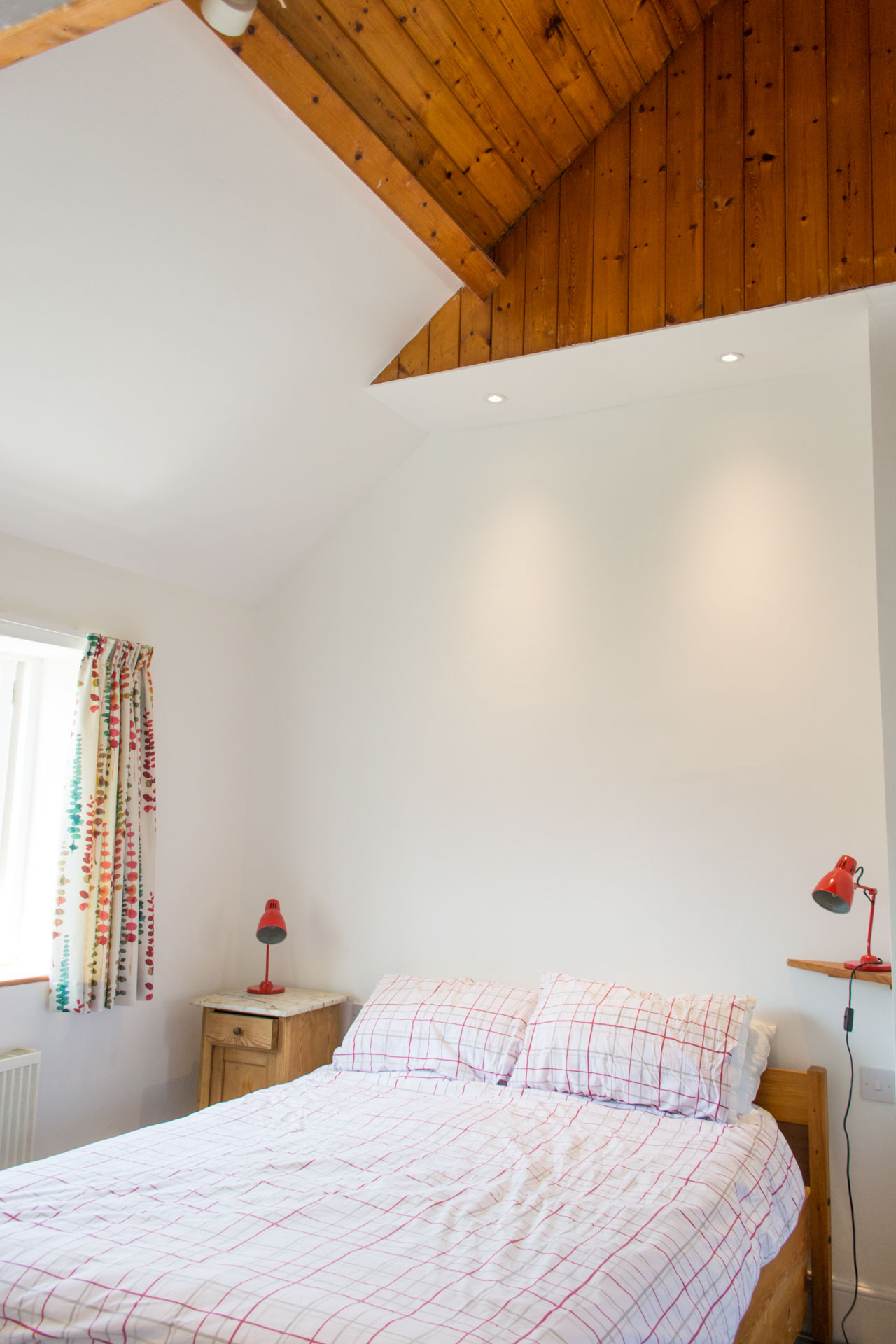 Marlpit Cottage high ceiling double bedroom.