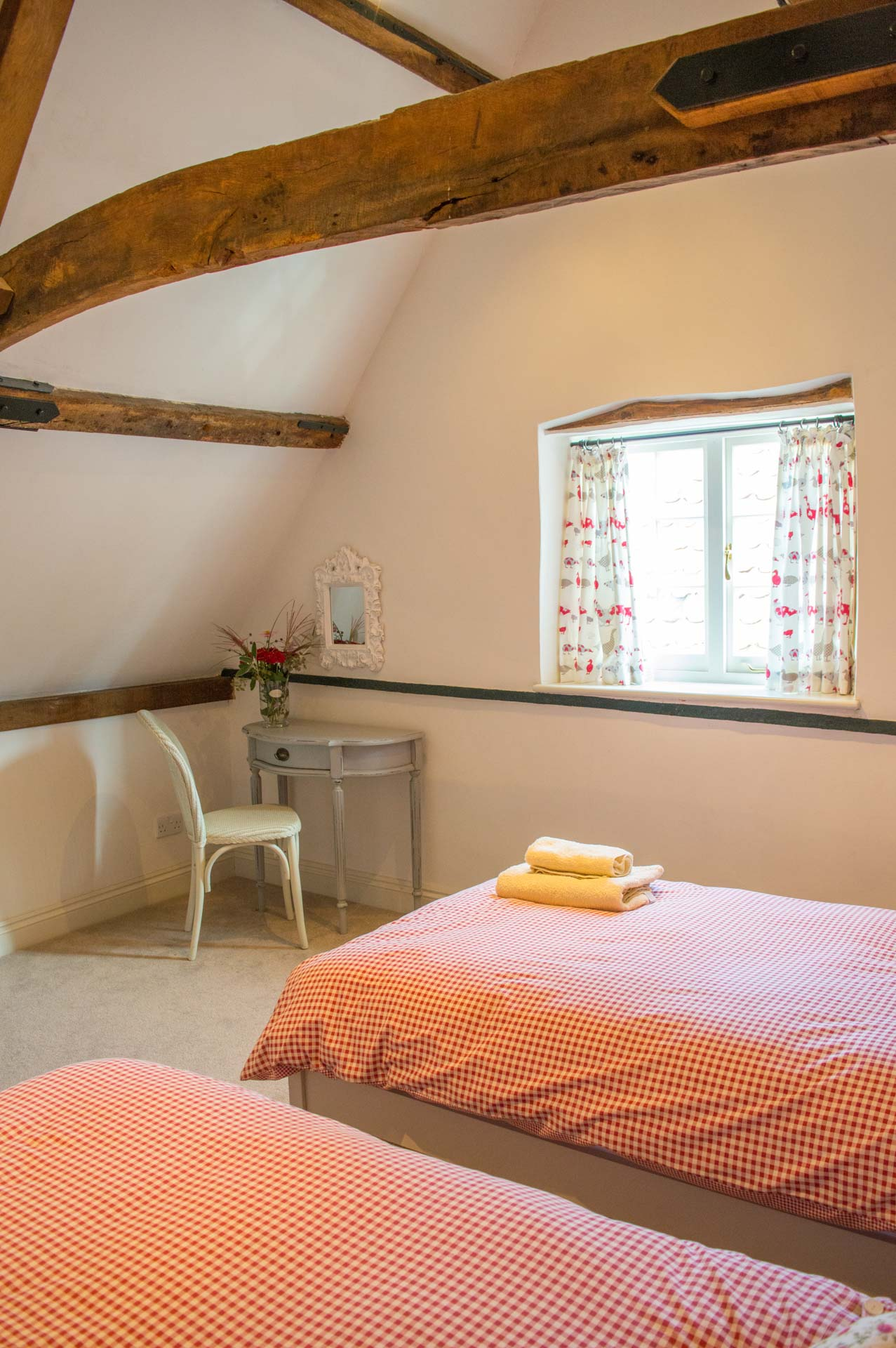 Twin single beds for 2 guests.