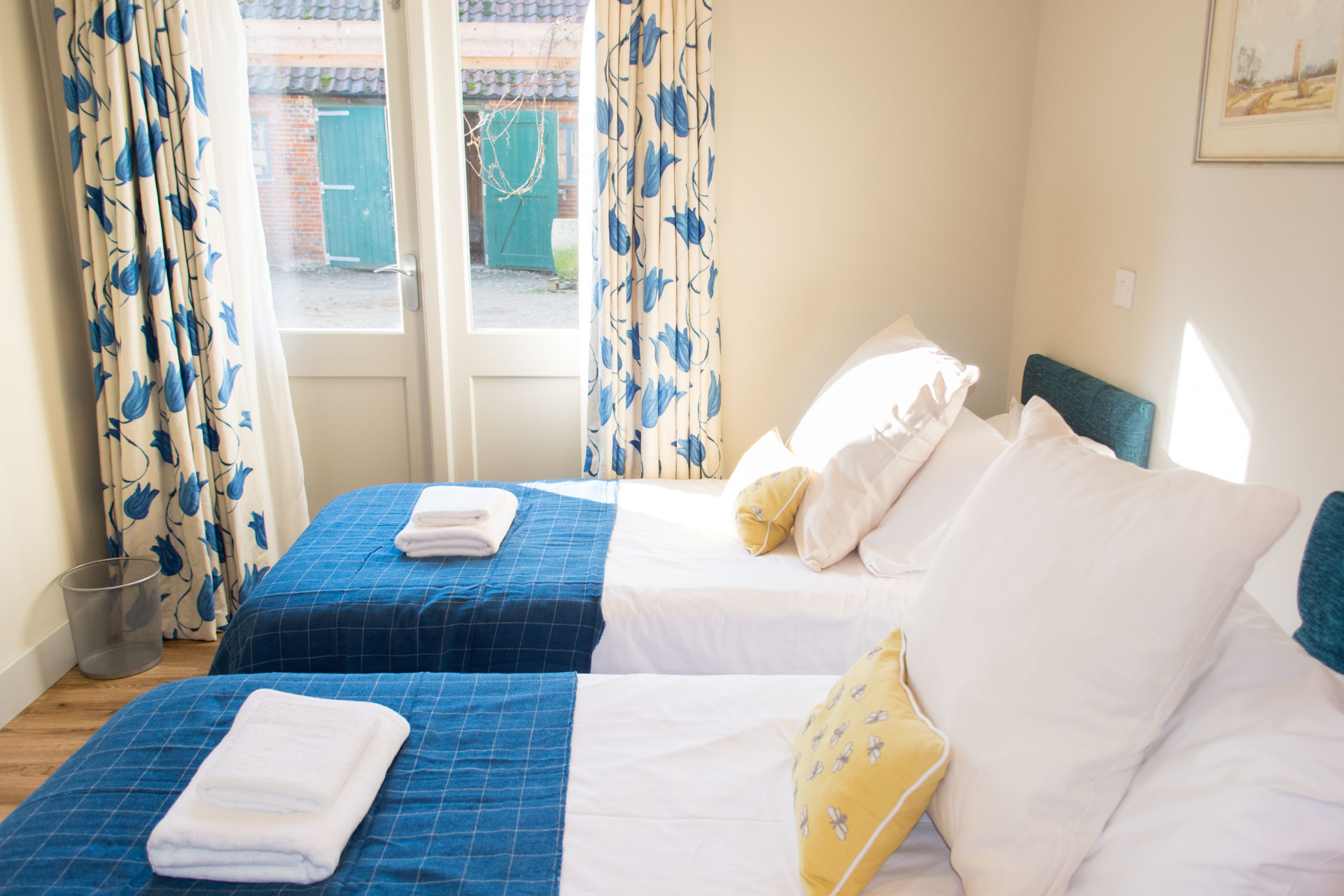 Holiday cottage downstairs twin room.