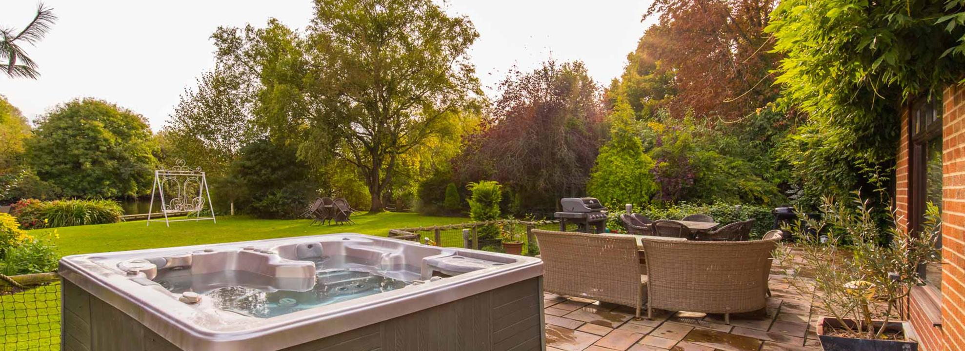 Four Seasons riverside garden and hot tub.